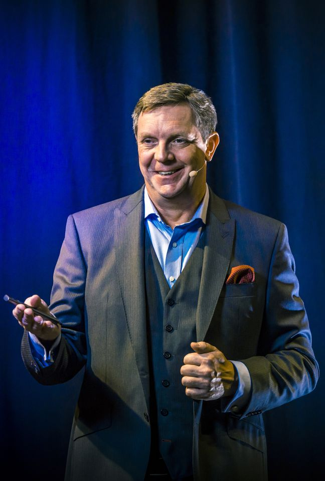 Dr Frank Hagenow